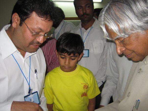nakul-presenting-arithmetic-skills-to-Shri-Abdul-Kalam
